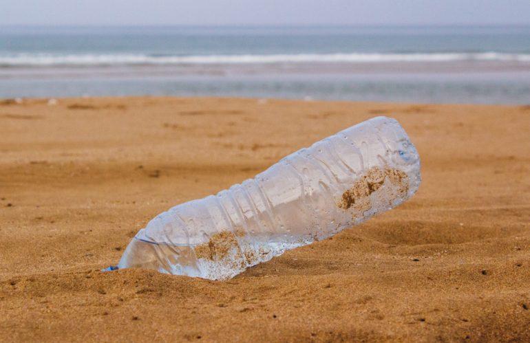 Compromiso mundial para reciclar el 100% del plástico en 2025
